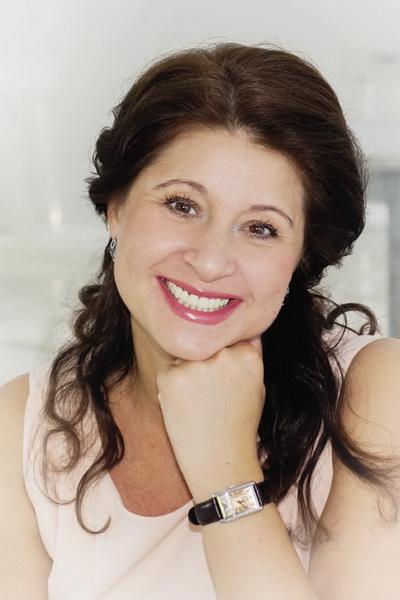 Олена Кузар